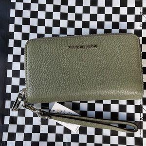Michael Kors Jet Set Travel Lg Flat Multifunctional Phone Case-Wristlet-Wallet